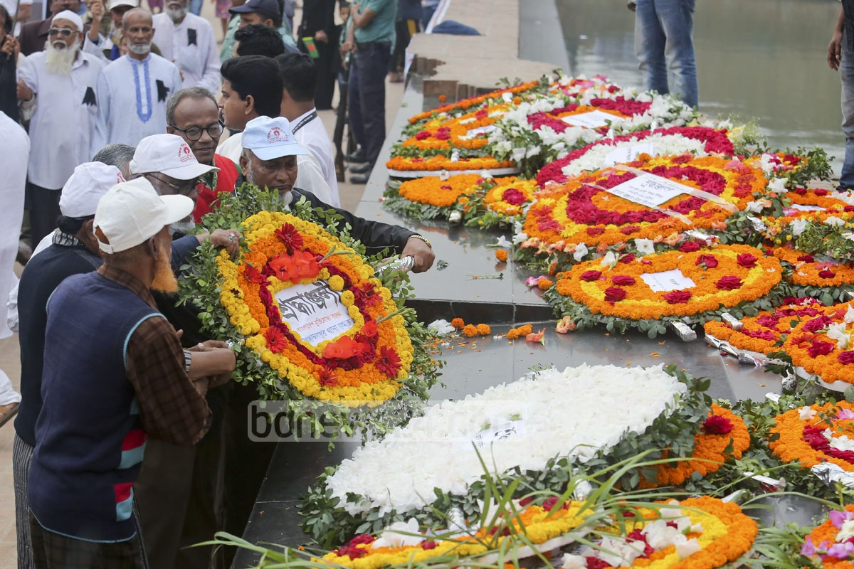 Freedom fighters lay wreaths at the Martyred Intellectuals Memorial in Dhaka marking the Martyred Intellectuals Day on Monday. Photo: asaduzzaman pramanik