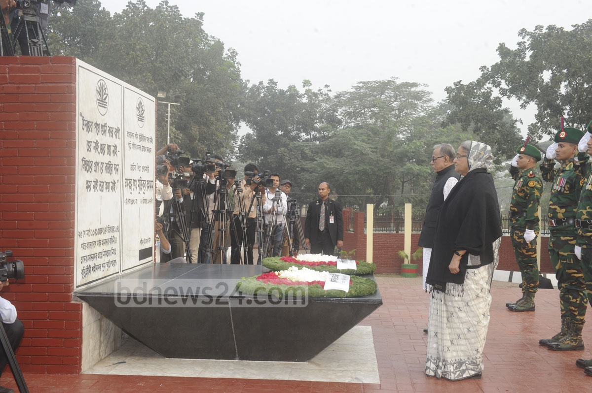 President Md Abdul Hamid and Prime Minister Sheikh Hasina pay tributes to the martyred intellectuals at the Martyred Intellectuals Memorial at Mirpur in Dhaka on Monday.