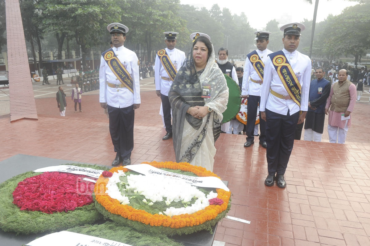 Speaker Shirin Sharmin Chaudhury places wreaths at the memorial.