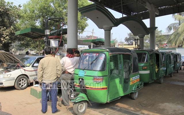 gas crisis in bangladesh Factories in the country's tongi-gazipur industrial belt have been facing acute gas crisis over the past few months following diversion of gas to 'upstream' power plants.