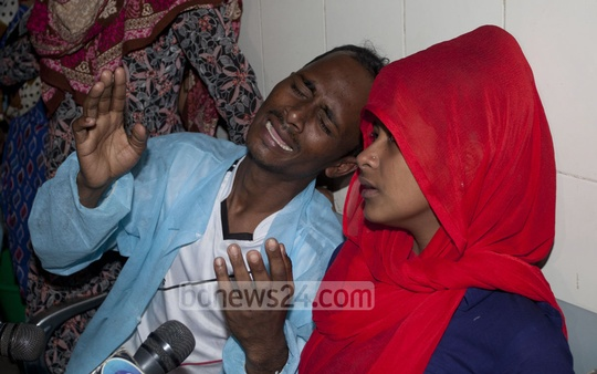 Relatives of Babul Matubbor in tears at the Dhaka Medical College Hospital on Thursday. The 45-year-old tea-seller died of burns allegedly inflicted by police while they tried to extort money from him.