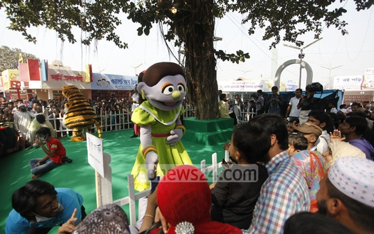 Characters of a puppet show arrive to entertain kids during Children's Hour at the book fair on Friday. Photo: nayan kumar