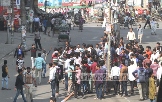 Chhatra League activists stage protest at Chawkbazar in Chittagong after Islami Chhatra Shibir men attacked their procession on Saturday.