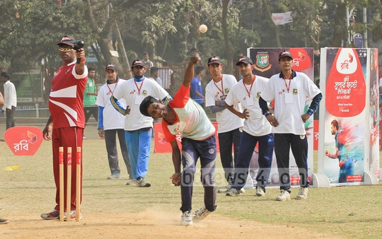 Young cricketers prove their worth at the 'Robi Fast Bowler Hunt Campaign' organised by the BCB and Robi in Dhaka. Photo: asif mahmud ove