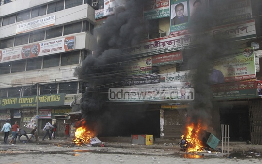 Chhatra Dal leaders who did not find a place in the BNP student wing's new central committee set fire to the party's central office and vandalised it.