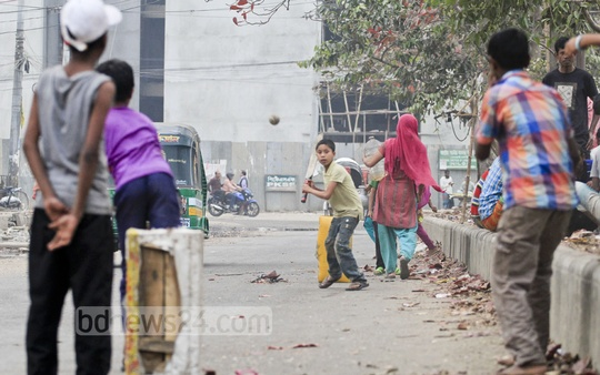 They have bats and balls but no stumps. But that is no problem at all. They made a rickshaw seat stump to play a match, as cricket fever has taken over Bangladesh. The snap was taken from Dhaka's Agargaon on Thursday. Photo: asif mahmud ove