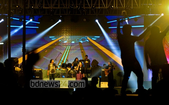 Singers perform at the reunion of former Dhaka Residential Model College students on Friday.