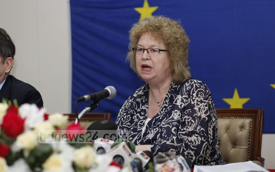 European Parliament delegation chief Jean Lambert speaks at a news conference in Dhaka on Friday. Photo: nayan kumar