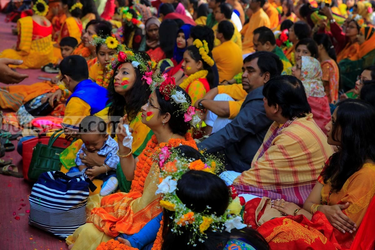 Visitors at 'Spring festival' at Dhaka University's Faculty of Fine Arts on Saturday. Photo: mostafigur rahman