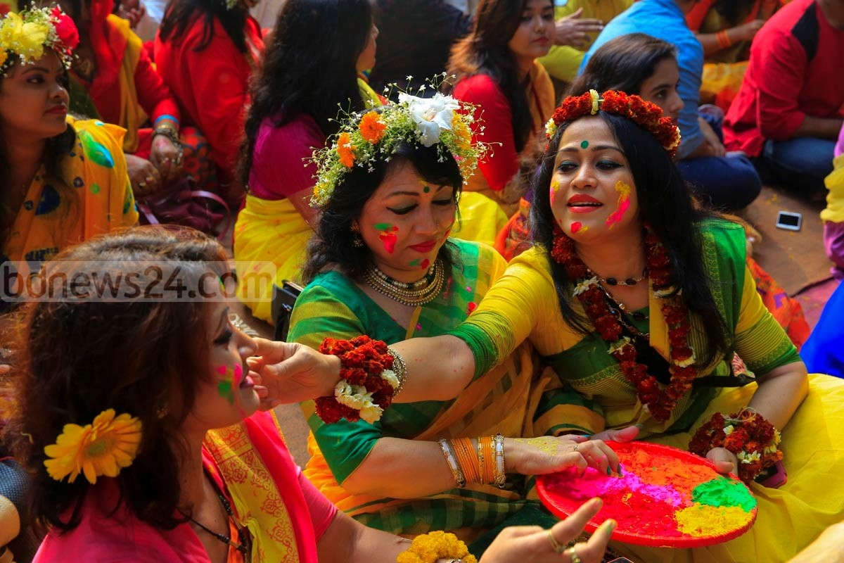This picture of young girls smearing coloured powder (abir) on each other to welcome spring was taken at Bakultala of Faculty of Fine Arts, Dhaka University. Photo: mostafigur rahman
