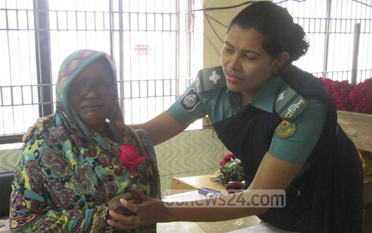 Chittagong police distribute flowers among citizens on Valentine's Day . Photo: suman babu