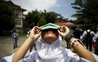 A student tests a self-made filter and looks at the sun after a joint workshop between the Hong Kong Astronomical Society and Indonesia's National Institute of Aeronautics and Space (LAPAN) at a high school in Ternate island, Indonesia, ahead of Wednesday's solar eclipse, March 7, 2016. Reuters