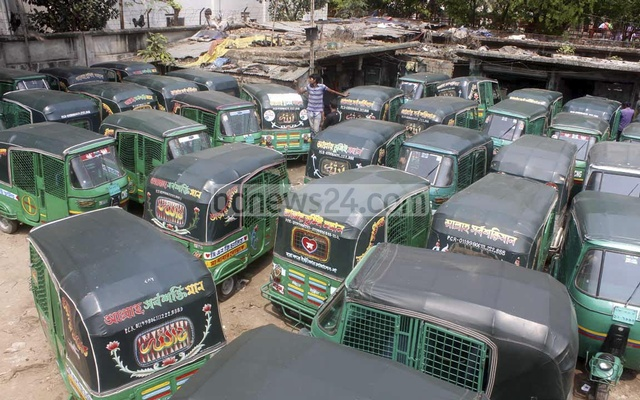 CNG autorickshaw drivers blame ministry for not registering