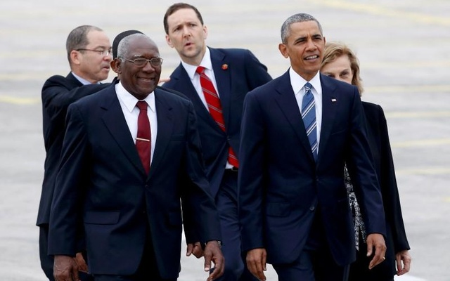 Salvador Mesa Valdez (L), Cuba's Vice President of Council of State, and U.S. President Barack Obama walk towards the Revolutionary Palace in Havana, Cuba March 21, 2016. Reuters