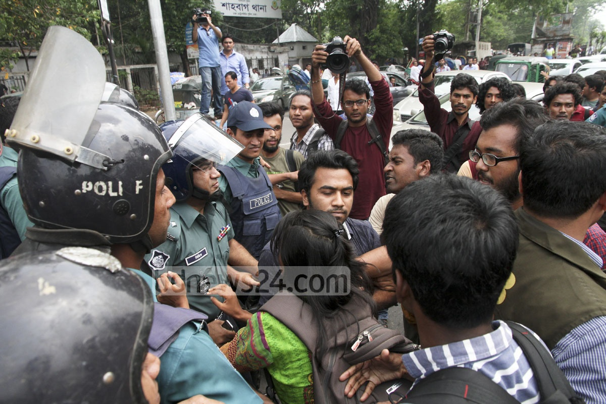 Students scuffle with police during a road blockade they put up in capital's Shahbagh on Tuesday demanding arrest of the killers of college student Sohagi Jahan Tonu. Photo: tanvir ahammed
