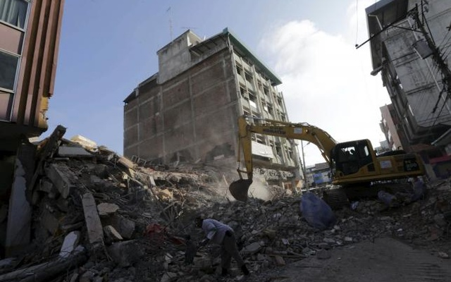 Heavy machinery is used to remove debris of a collapsed building after an earthquake struck off the Pacific coast, in Portoviejo, Ecuador, April 18, 2016. Reuters