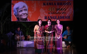 Rights activist Muktasree Chakma and her team performing a monologue titled 'Why shall I not resist' at 'Celebrating Kamla Bhasin: 40 years in solidarity with Bangladesh'