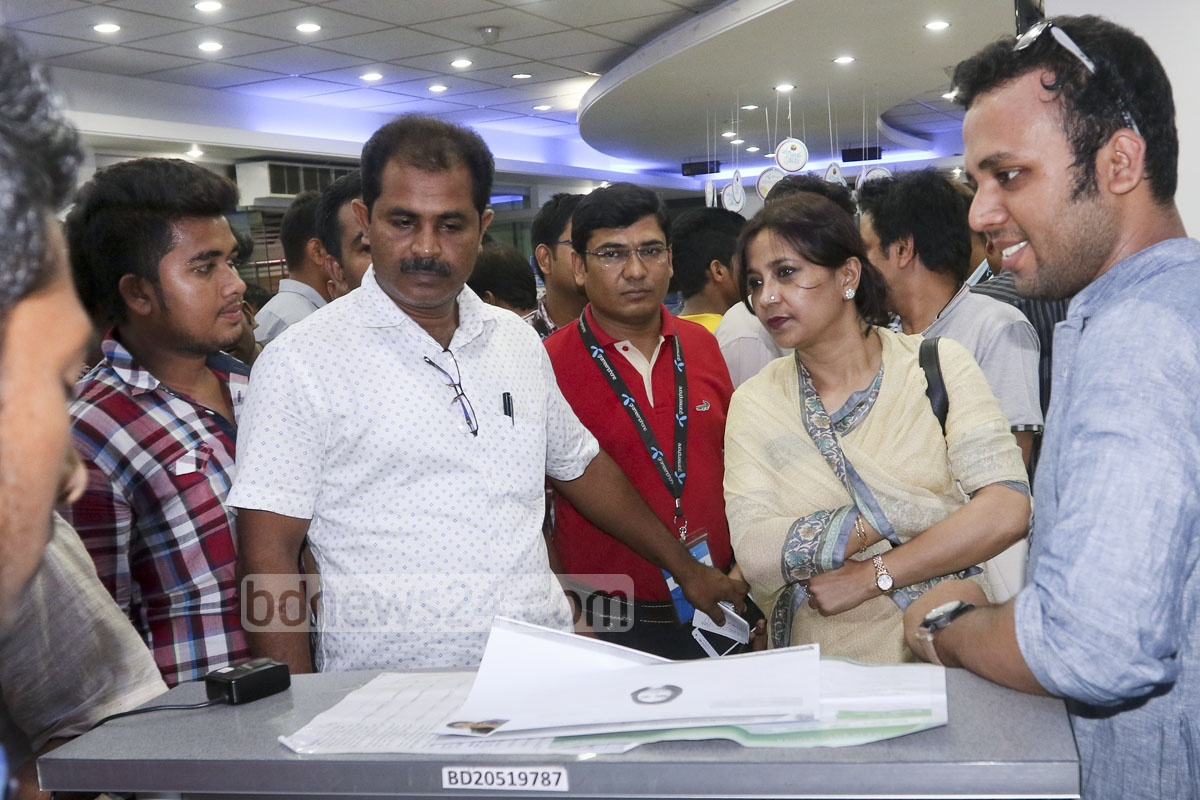 State Minister for Post and Telecommunication Tarana Halim visits a centre for biometric re-registration of mobile-phone SIM cards at Farmgate in Dhaka on Friday. Photo: abdul mannan
