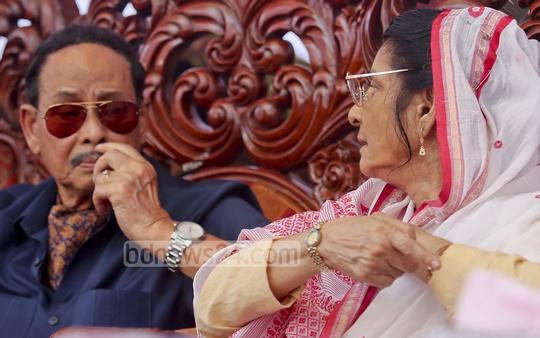 Jatiya Party Chairman HM Ershad and his wife Senior Co-chairman Raushon Ershad speak at the party's May Day programme at its office in Kakrail on Sunday after a power struggle between them became public. Photo: asaduzzaman pramanik
