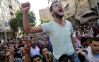 Egyptian protesters shout slogans against President Abdel Fattah al-Sisi and the government during a demonstration protesting the government's decision to transfer two Red Sea islands to Saudi Arabia, in front of the Press Syndicate in Cairo, Egypt, April 15, 2016.Reuters
