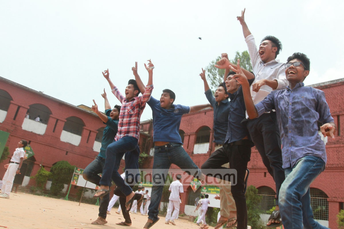 GPA-5 in the SSC exam! Students of the Chittagong Collegiate School rejoice after the declaration of results. The photo was taken on Wednesday. Photo: suman babu
