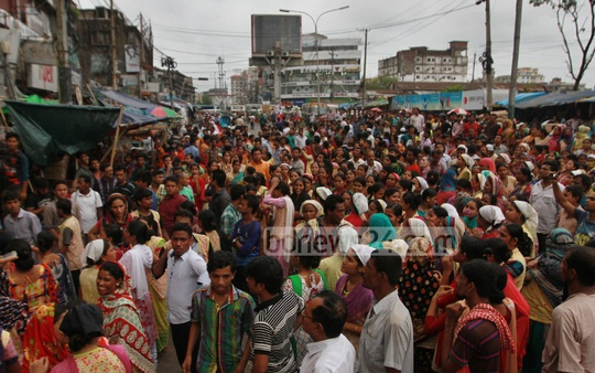 Garment workers from Asian Apparels Ltd block Chittagong Station Road to protest against an assault on a colleague on Tuesday. Photo: suman babu