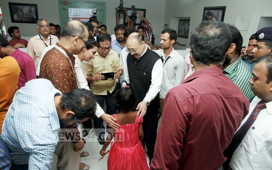 Indian High Commissioner Harsh Vardhan Shringla visits a facility manufacturing and distributing Jaipur foot, a type of artificial limb, at Dhaka's National Institute of Traumatology and Orthopaedic Rehabilitation on Wednesday. Photo: tanvir ahammed