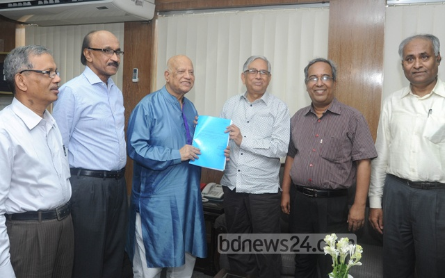 The Bangladesh Bank cyber heist investigation committee headed by Mohammed Farashuddin (centre) submitting its report to Finance Minister AMA Muhith in this May 5, 2016 file photo.