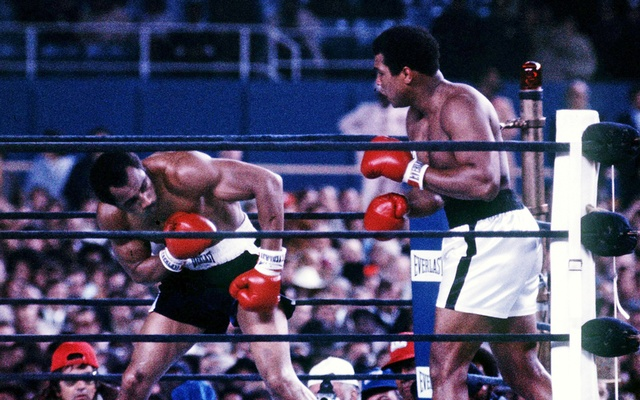 Muhammad Ali (R) fights Ken Norton at Yankee Stadium in the third fight between the two heavyweights in New York City, US, Sep 28,1976. Photo: Action Images / MSI/File Photo