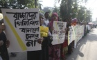 Guardians of school students at a human chain outside Dhaka's Viqarunnisa Noon School on Sunday to demand abolition of Primary Education Certificate (PEC) examination by 2016.
