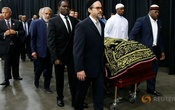 Thousands attend Ali's funeral