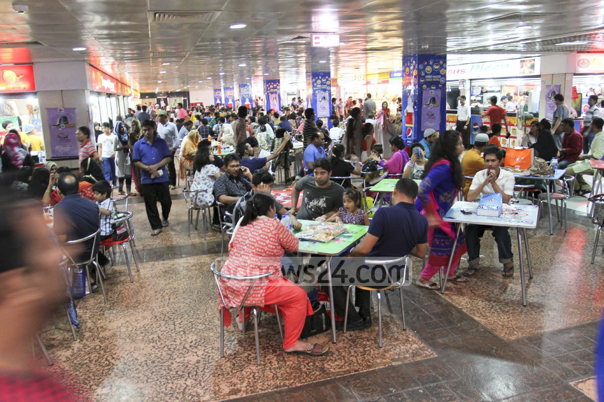People wait for Iftar at Basundhara City shopping mall in Dhaka on Saturday.