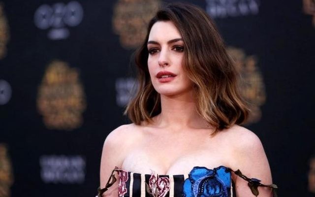 Cast member Anne Hathaway poses at the premiere of ''Alice Through the Looking Glass'' at El Capitan theatre in Hollywood, U.S., May 23, 2016. Reuters