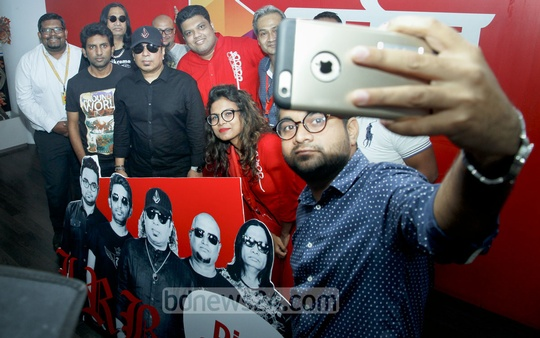 LRB stars and Robi officials pose for a selfie after the release of the rock band's latest album 'Rakhe Allah Mare Ke' at Robi 's Dhaka office on Thursday.