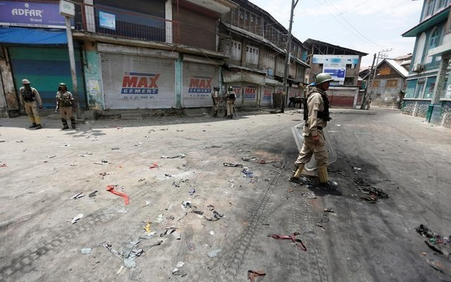 India PM calls emergency meeting as Kashmir death toll rises