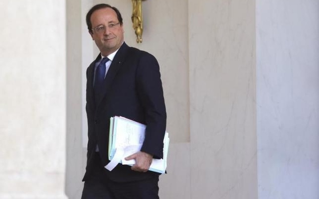 French President Francois Hollande leaves after the weekly cabinet meeting at the Elysee Palace in Paris, November 13, 2013. Reuters