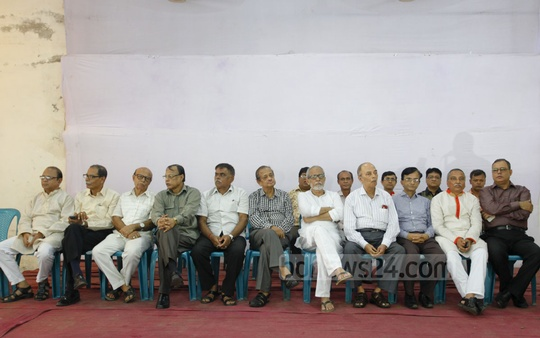 A section of pro-Awami League journalists hold a meet at the National Press Club on Saturday in connection with the upcoming election to the post of BFUJ president.