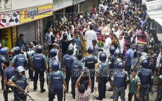 Police stop a BNP rally in Rajshahi city brought out on Saturday in protest against a High Court verdict sentencing its senior vice-chairman Tarique Rahman to imprisonment. Photo: Gulbar Ali Juwel