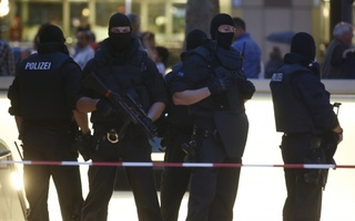 10 killed in Munich shopping mall attack, police say likely sole shooter killed himself