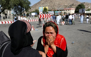 An Afghan woman weeps at the site of a suicide attack in Kabul, Afghanistan July 23, 2016. Reuters