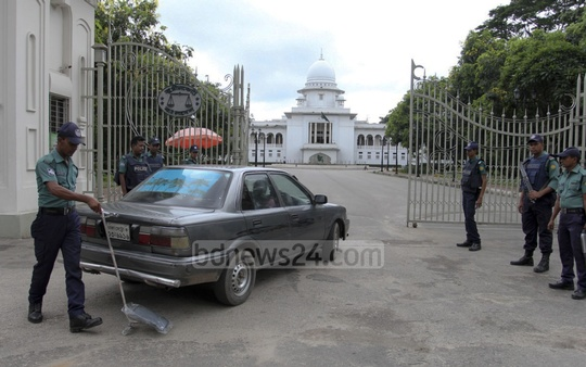 Police search vehicles at the entrance to the Supreme Court as precautionary measure when war crimes convict Mir Quasem Ali's review petition against his death penalty came up for hearing on Saturday.