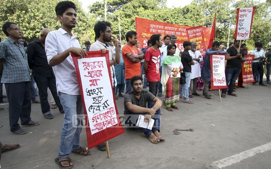 The National Committee for the Protection of Oil, Gas, Minerals, Power and Ports gather at Shahbag on Wednesday before proceeding towards the prime minister's office, demanding the scrapping of the construction of the Rampal Power Plant.