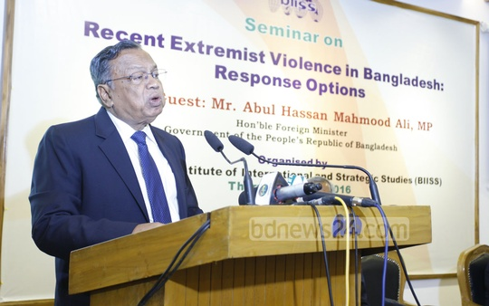 Mahmood Ali speaks at the seminar on terrorism at BIISS.