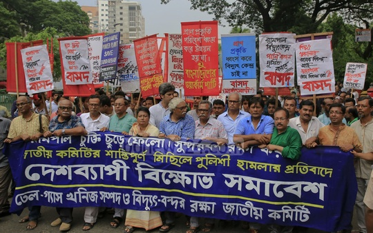 Members of National Committee to Protect Oil, Gas, Mineral Resources, Power, Ports demonstrate in Dhaka on Saturday in protest against police attack on their march protesting Rampal power plant.
