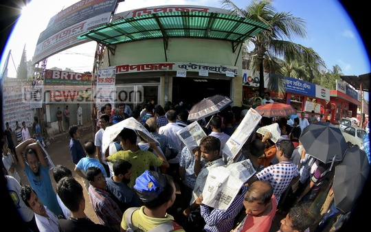 Long queues in front of the counter of a bus service at Dhaka's Kalyanpur on Tuesday after advance bus tickets for Eid-ul-Azha holidaymakers went on sale. Photo: asaduzzaman pramanik