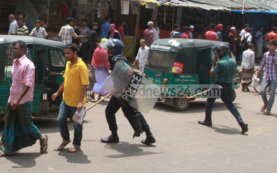 Police charging baton on workers of Asian Apparels Limited after the workers blocked the streets at New Market in Chittagong on Wednesday protesting against alleged bad treatment of their female workers. Photo: suman babu