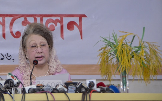 BNP Chairperson Khaleda Zia addresses the media at a news conference at her office in Gulshan on Wednesday. Photo: asif mahmud ove