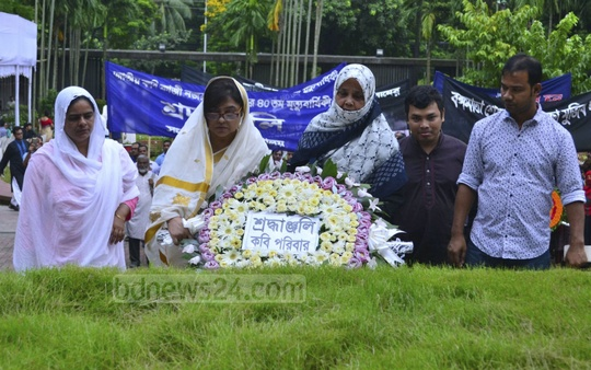 The family of National Poet Kazi Nazrul Islam pay tribute at his grave on his death anniversary on Saturday.