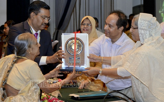 Prime Minister Sheikh Hasina distribute National Export Trophy among 113 organisations in Dhaka on Sunday.
