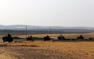 Turkish armoured personnel carriers drive towards the border in Karkamis on the Turkish-Syrian border in the southeastern Gaziantep province, Aug 27, 2016. Reuters